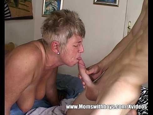 Imagen ¿Por qué acaricias mi verga abuela?