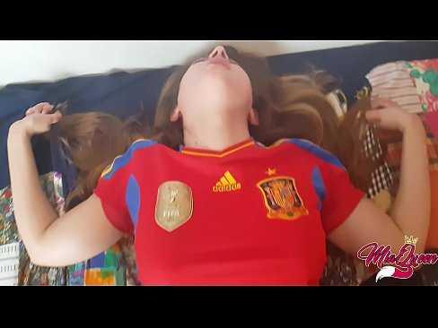Imagen Jovencita española se graba follando con su primo de Iguarras
