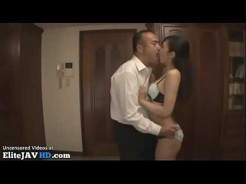 Imagen Madura japonesa tiene sexo con su cuñado mientras su marido está trabajando